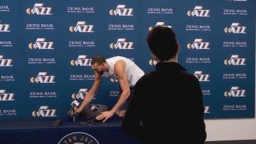 بعد اكتشاف إصابته.. لاعب كرة سلة أمريكي يعتذر عن مزحته حول فيروس كورونا