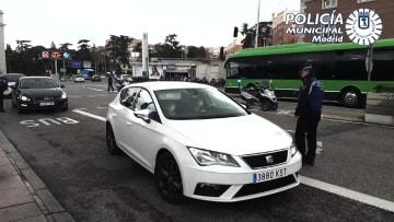 فيروس كورونا.. شرطة مدريد تخالف غير الملتزمين بقيود التنقل.. وسكان يهتفون لعمال الصحة