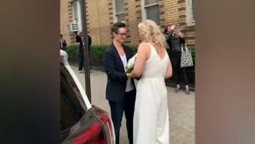 رغم مخاوف كورونا.. ثنائي يتزوج في شوارع نيويورك