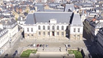 """شاهد من الجو كيف حول فيروس كورونا شوارع فرنسا لـ""""مناطق أشباح"""""""