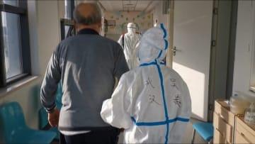 آخر مريض بفيروس كورونا يخرج من المستشفى في ووهان في الصين