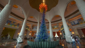 فندق أتلانتس في دبي يعيد فتح أبوابه للسياح الدوليين.. ما هي التدابير التي يتخذها لضمان سلامة الضيوف من فيروس كورونا؟