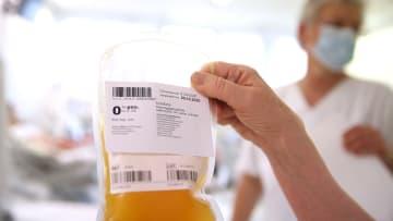 ما هو العلاج ببلازما النقاهة؟ وهل يجب أن يكون لدى المتبرعين بالبلازما ومتلقيها نفس فصيلة الدم لهذا العلاج؟