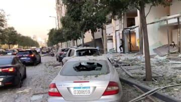 كاميرا CNN ترصد الدمار الذي خلفه انفجار ضخم هز بيروت