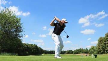تعرّفوا على بطل الغولف المسؤول عن بعض أطول الضربات على الإطلاق