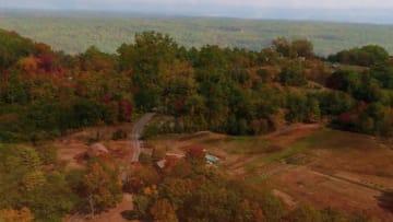 مشهد جميل سببه كارثة.. طائرة بلا طيار ترصد ألوان الخريف بولاية ماين