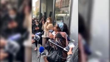 """""""من يفعل هذا ليس مسلماً"""".. امرأة فرنسية تصرخ وتندد بعملية الطعن في نيس"""