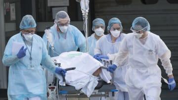 فيروس كورونا يفتك بفرنسا مجدداً.. وقيود مشددة لمواجهة الوباء في أوروبا