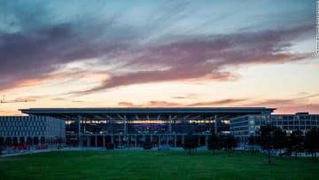 """بعد 10 أعوام من التأخير.. افتتاح مطار """"براندنبورغ"""" في ألمانيا"""