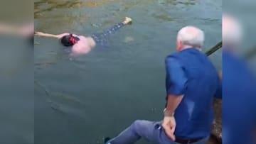 بالفيديو.. دبلوماسي بريطاني ينقذ امرأة من الغرق في الصين