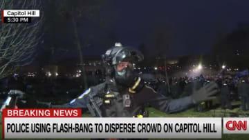 مراسل CNN يرصد اللحظات الأخيرة لإخلاء الكونغرس ومحيطه