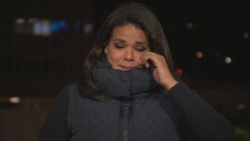 مراسلة CNN تبكي في بث مباشر بعد تقريرها عن عائلة أجبرت على إجراء جنازة لضحايا كورونا بموقف سيارات