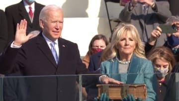 شاهد.. بايدن يؤدي اليمين الدستورية رئيسا للولايات المتحدة الأمريكية