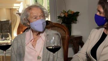 امرأة نجت من جائحة عام 1918 تتلقى لقاح فيروس كورونا.. وهذا هو سر عمرها الطويل