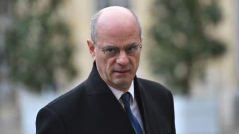 """بعد قطع رأس مدرس.. وزير التعليم الفرنسي ينتقد """"وحشية الإرهاب الإسلامي"""""""