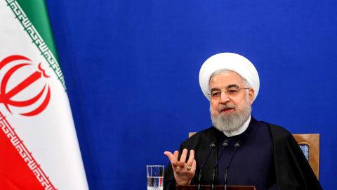 مناورات إيرانية بالخليج بألف قطعة بحرية..وروحاني:لا يمكن تجاهل مكانتنا