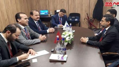جلسة مباحثات بين وزير الطاقة الاماراتي ووزير النفط السوري في موسكو