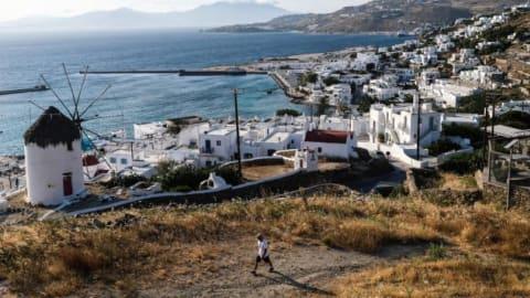 """دولة أوروبية جديدة أدرجت على لائحة الوجهات السياحية """"العالية الخطورة""""... ما هي؟"""
