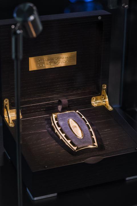 أغلى مفتاح سيارة بالعالم في دبي