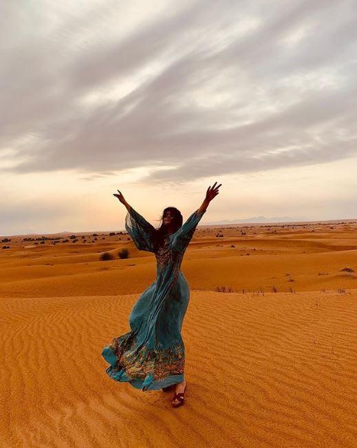 """فنانة عالمية تزور الإمارات وتكتب """"لم أتوقع رؤية مكان كهذا في حياتي"""""""