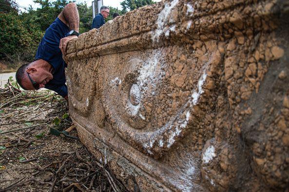 بجانب الزرافات والفيلة.. اكتشاف تابوتين من العصر الروماني كانا منسيين لأعوام بحديقة سفاري بإسرائيل