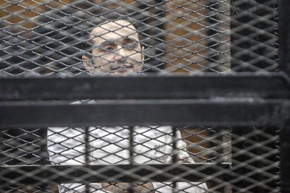 سجن أحمد دومة 15 سنة وإلزامه بـ6 ملايين جنيه في مصر.. والبرادعي يغرد