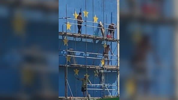"""ما سر اختفاء لوحة """"بريكست"""" الجدارية الشهيرة لفنان الجرافيتي المعروف بانسكي"""