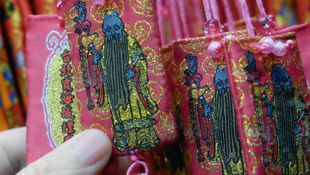 """""""آلهة حب"""" في تايوان تعثر على شريك حياة المصلين.. فما هي الشروط؟"""