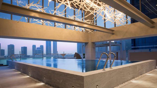 ما هي أغرب طلبات الأثرياء بفنادق مدينة دبي؟