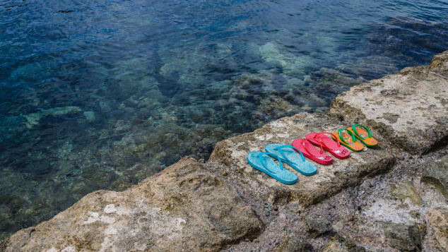 غرامة مالية لكل شخص ينتعل هذا الحذاء بإيطاليا.. ما السبب؟