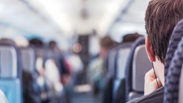 هل تتجسس كاميرات مقاعد الطائرات على الركاب حقاً؟