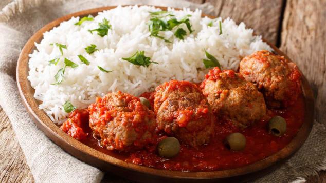 10 أطباق صحيّة وشهية من المطبخ اليوناني. ستغير رأيك حتماً في تجربة الطعام اليوناني