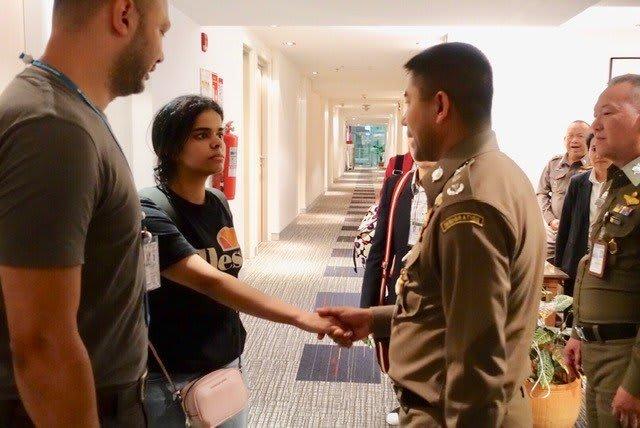 مسؤول تايلندي لـCNN: لن نسمح لوالد وشقيق رهف القنون بمقابلتها