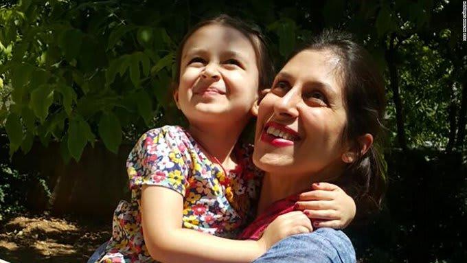 إيران تزيل سوار المراقبة عن كاحل عاملة خيرية بريطانية سجينة في طهران منذ 5 سنوات