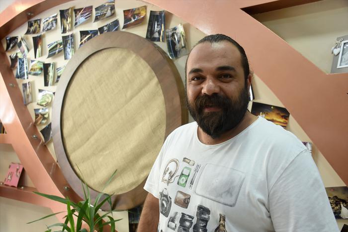 مصور تركي يواجه زواج القاصرات بكسر أنف عريس يوم زفافه