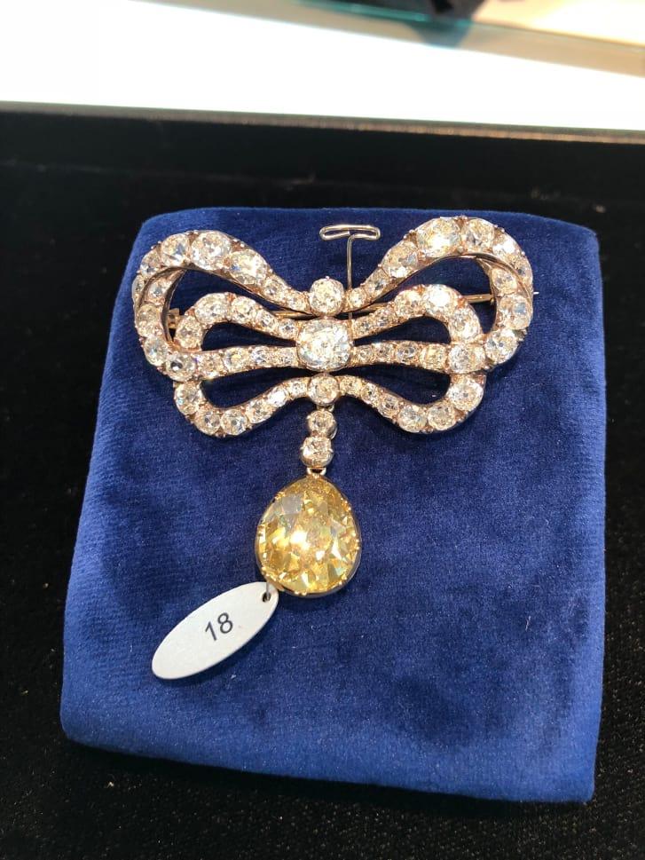 بيع قلادة للملكة ماري أنطوانيت مقابل 36 مليون دولار في مزاد علني