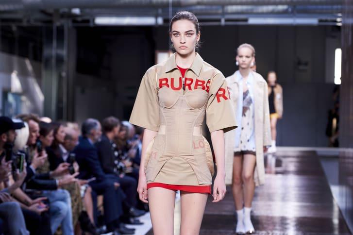 ما دور صناعة الأزياء في تغير المناخ؟