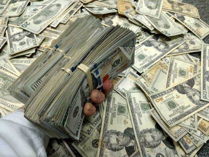 أموال مزيفة