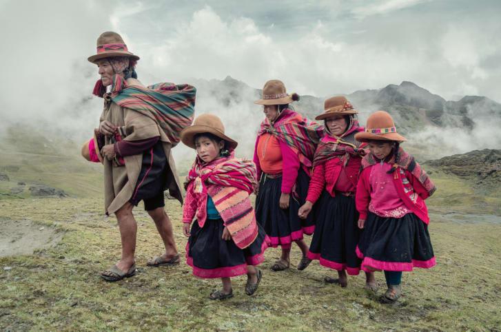بالصور.. تعرف إلى أكثر القبائل النائية من حول العالم
