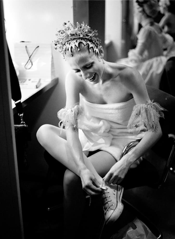من غرفة تغيير الملابس إلى المسرح.. إليك صور لراقصي الباليه بعد أن تنسدل الستائر