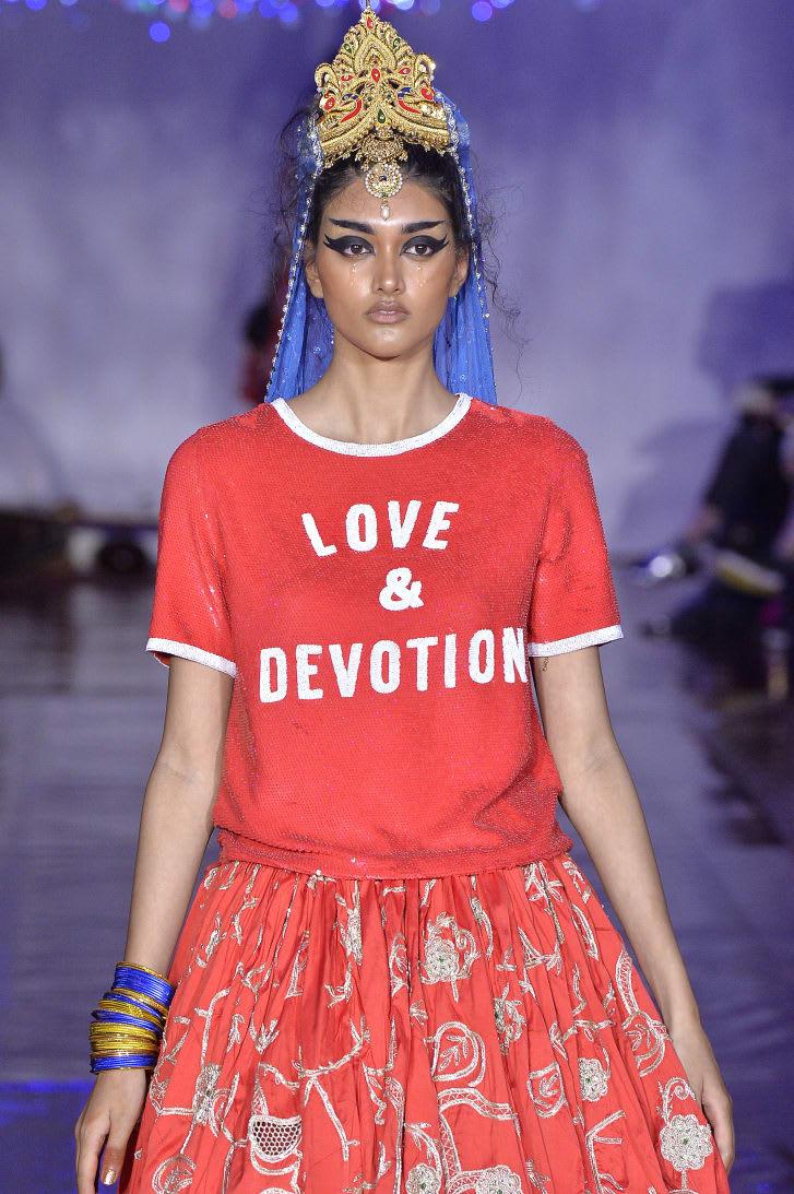 أسابيع الموضة في ورطة ..إليك بعض التوقعات لما ستشهده مدرجات عرض الأزياء هذا الشهر