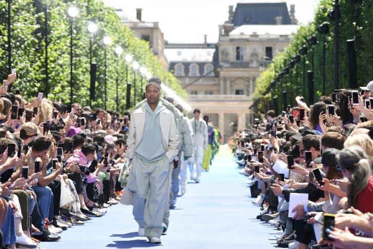 أسابيع الموضة في ورطة ..إليك بعض التوقعات لما ستشهده مدرجات عرض الأزياء من جدل هذا الشهر