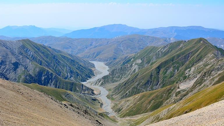 ما علاقة هذا الجبل المقدس في أذربيجان بالسعودية؟