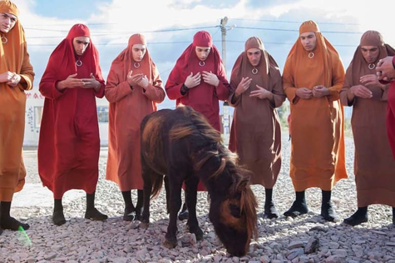مخرج سوري فرنسي يسأل: ماذا عندما يرتدي الرجال الحجاب؟