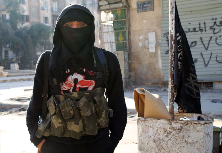"""المرصد: داعش تفرض سيطرتها على الرقة وتطرد مقاتلي """"النصرة"""""""