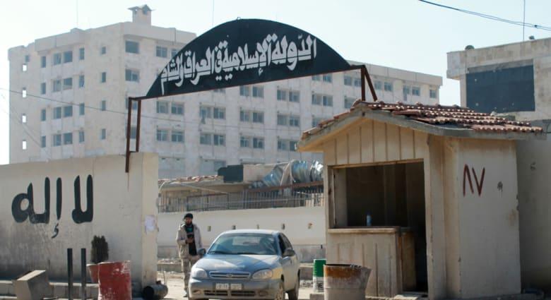 """نشطاء: داعش تفرض النقاب وتحظر التدخين والأغاني الماجنة بـ""""ولاية الرقة"""""""