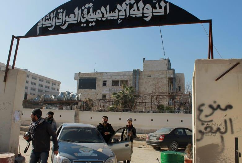 """المرصد: 26 قتيلا بتفجير سيارة بحلب و""""داعش"""" تتبنى العملية"""