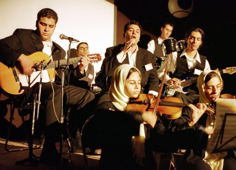 صحف العالم: موسيقيون على شاشة التلفزيون الإيراني للمرة الأولى