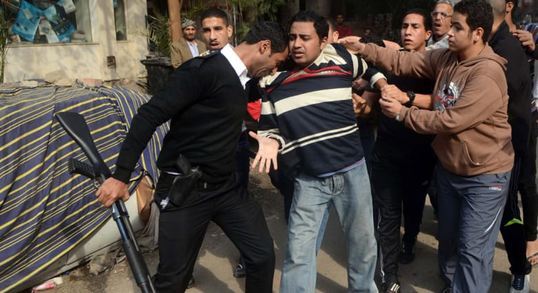 """مصر: 49 قتيلا بصدامات """"25 يناير"""" والإخوان يدعون للتصعيد الأحد"""