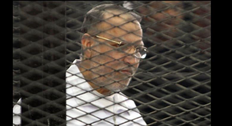 بديع وقيادات الإخوان يمثلون أمام محكمة شبرا الخيمة بالقاهرة